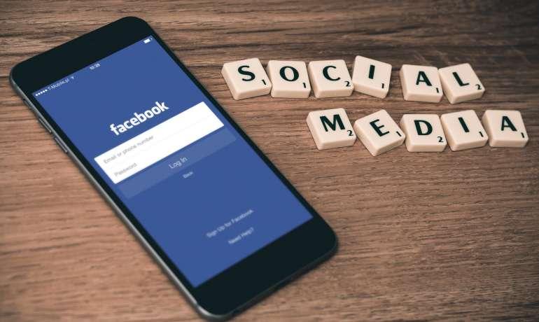 A SOCIAL MEDIA DEPRESSZIÓT OKOZHAT AZ ÚJ SZÜLŐKNÉL